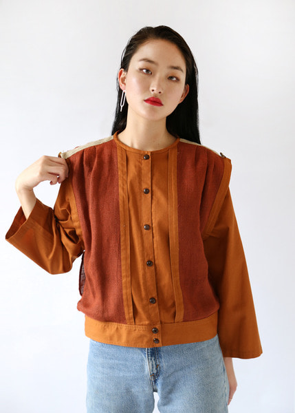 BROWN LAYERED POCKETS BLOUSE