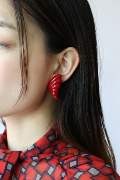 RED SHELL EARRINGS