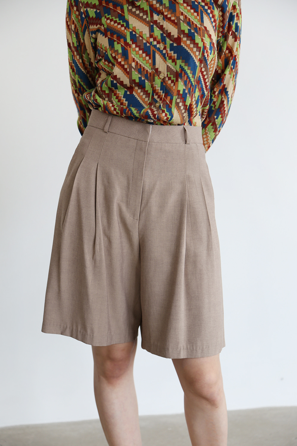 BERMUDA SHORTS(black,beige)