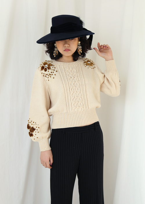 FLOWER EMBELLISHMENT KNIT