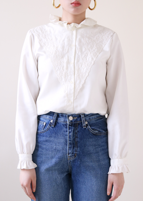 WHITE FRILLED COLLAR BLOUSE
