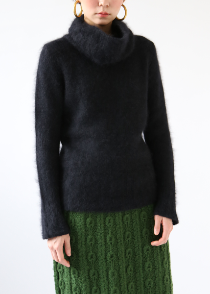 BLACK ANGORA TURTLE NECK