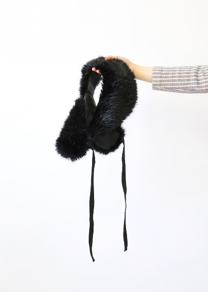 BLACK FUR RIBBON MUFFLER