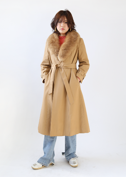 BEIGE FUR TRIMMING COAT