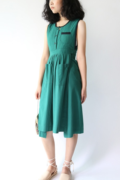 GREEN APRON STYLE TIE DRESS