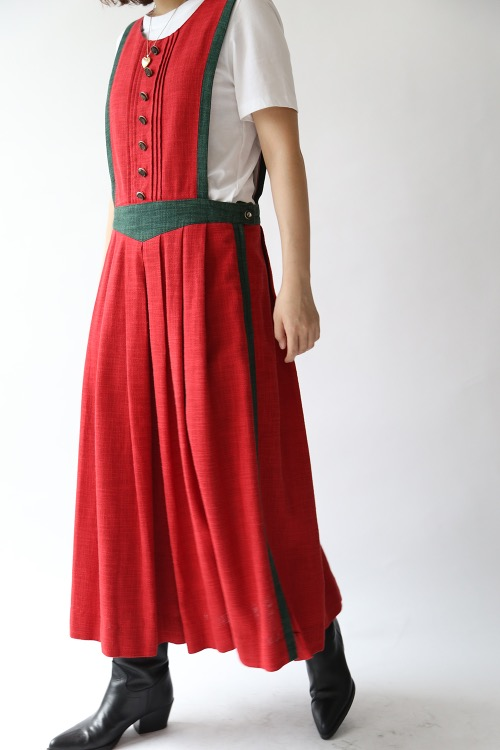 RED AUSTRIAN PLEATS DRESS