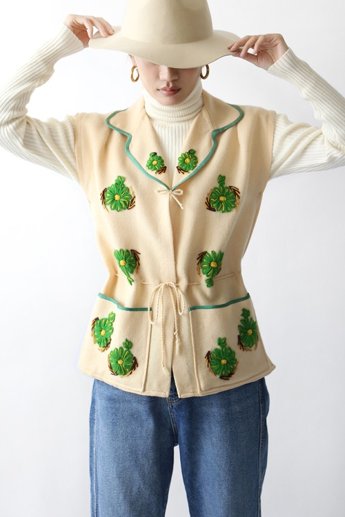 DAISY EMBROIDERED WOOL VEST