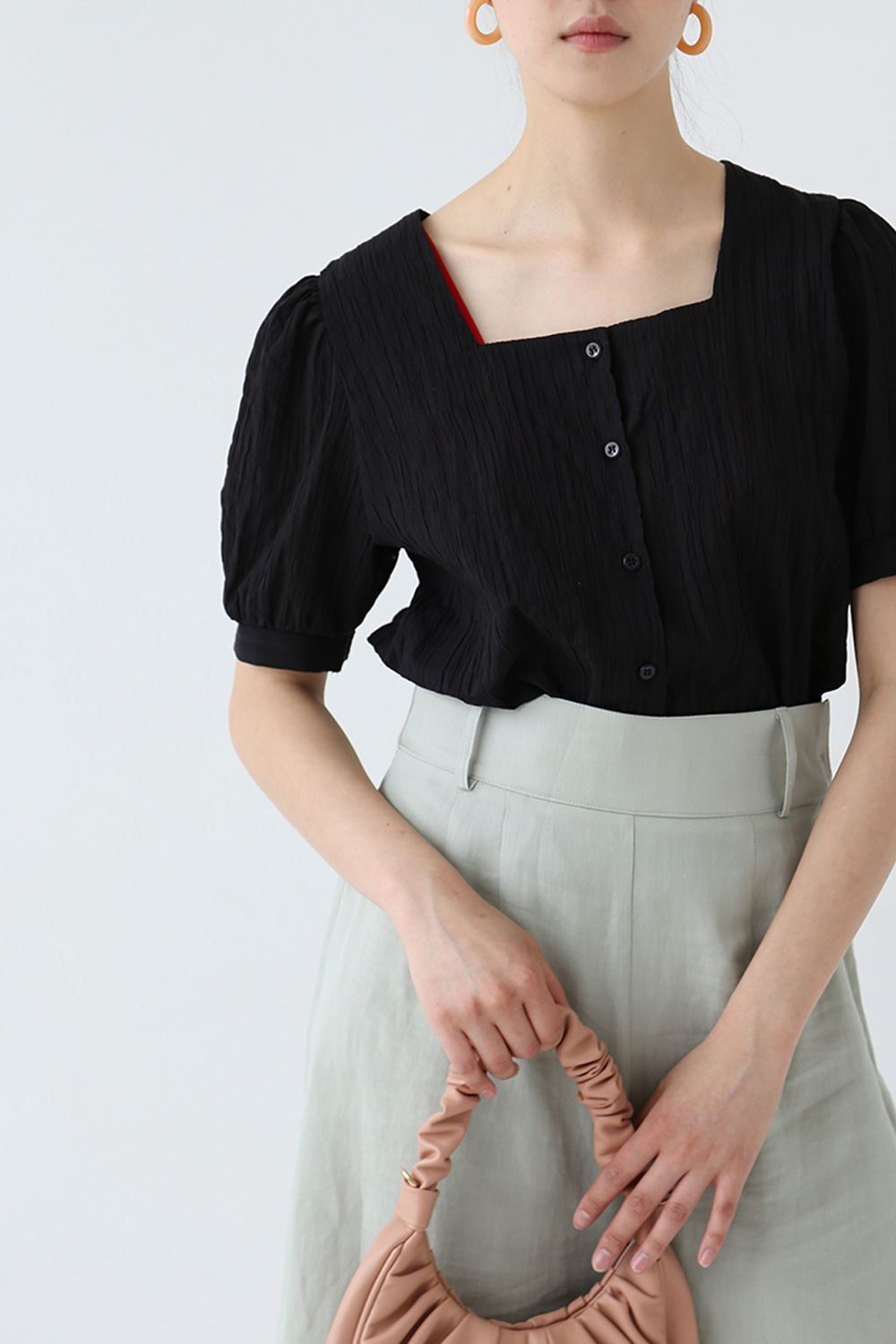 TEXTURED SQUARE NECK BLOUSE (black)